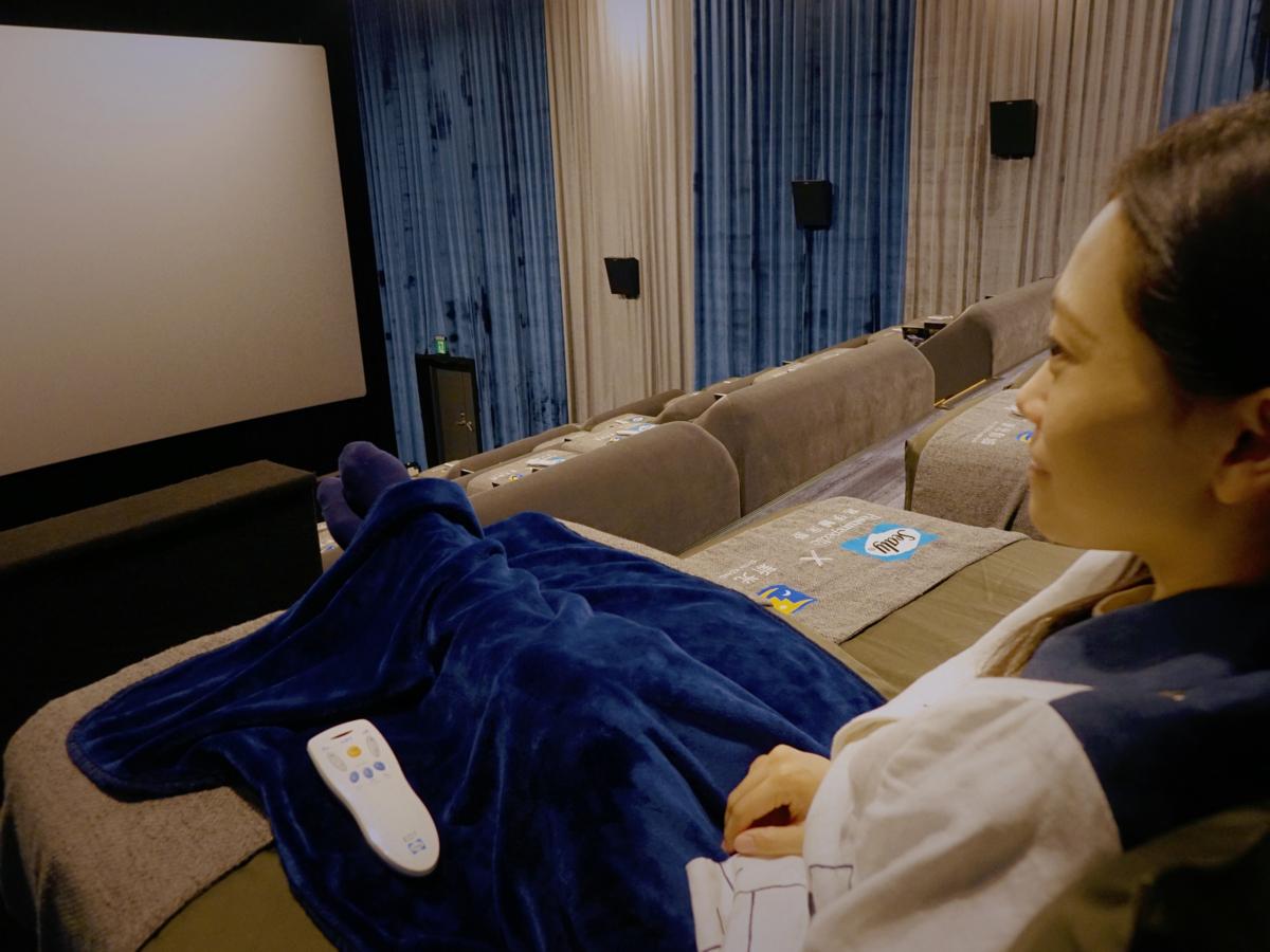 桃園青埔新光影城 Sealy Cinema席伊麗影廳,五星級電動床墊加上尊榮服務,在電影院試躺超推薦的夢幻床墊! | 影院