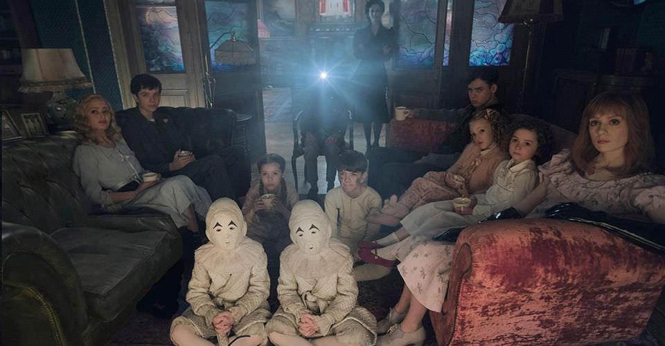 怪奇孤兒院:怪咖赤子心,提姆波頓最擅長的電影魔術┃影評