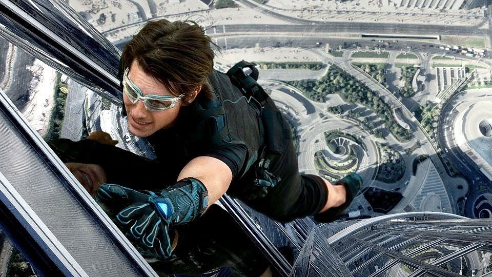 從被直昇機追到開直昇機,阿湯哥在《不可能的任務》中的不可能的動作演出┃電影專題