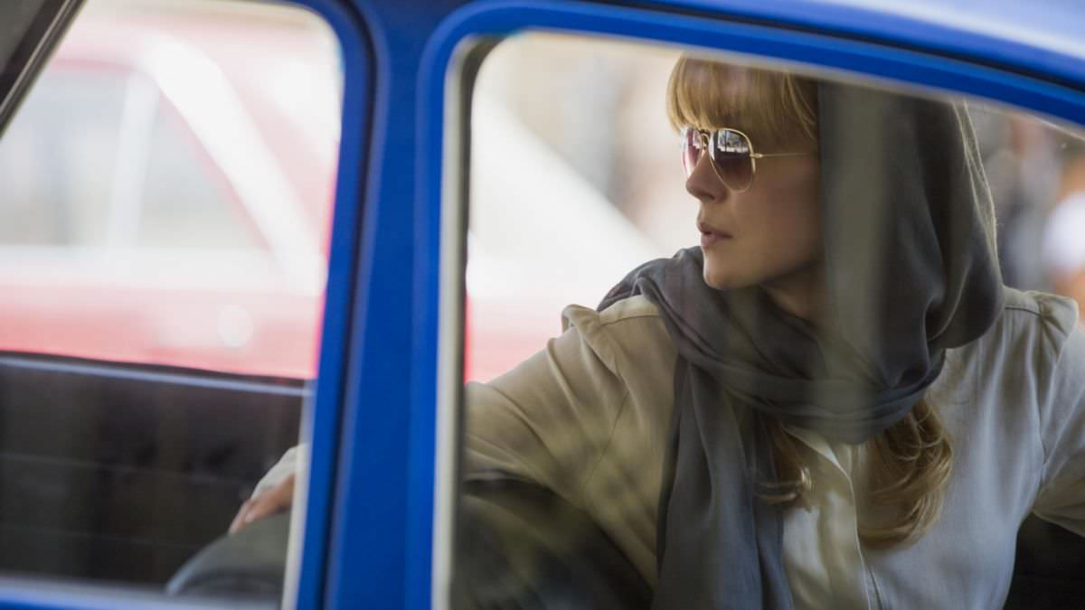 從龐德女郎到戰地女記者,羅莎蒙派克用演技呈現不同美貌的8部電影!┃焦點影人