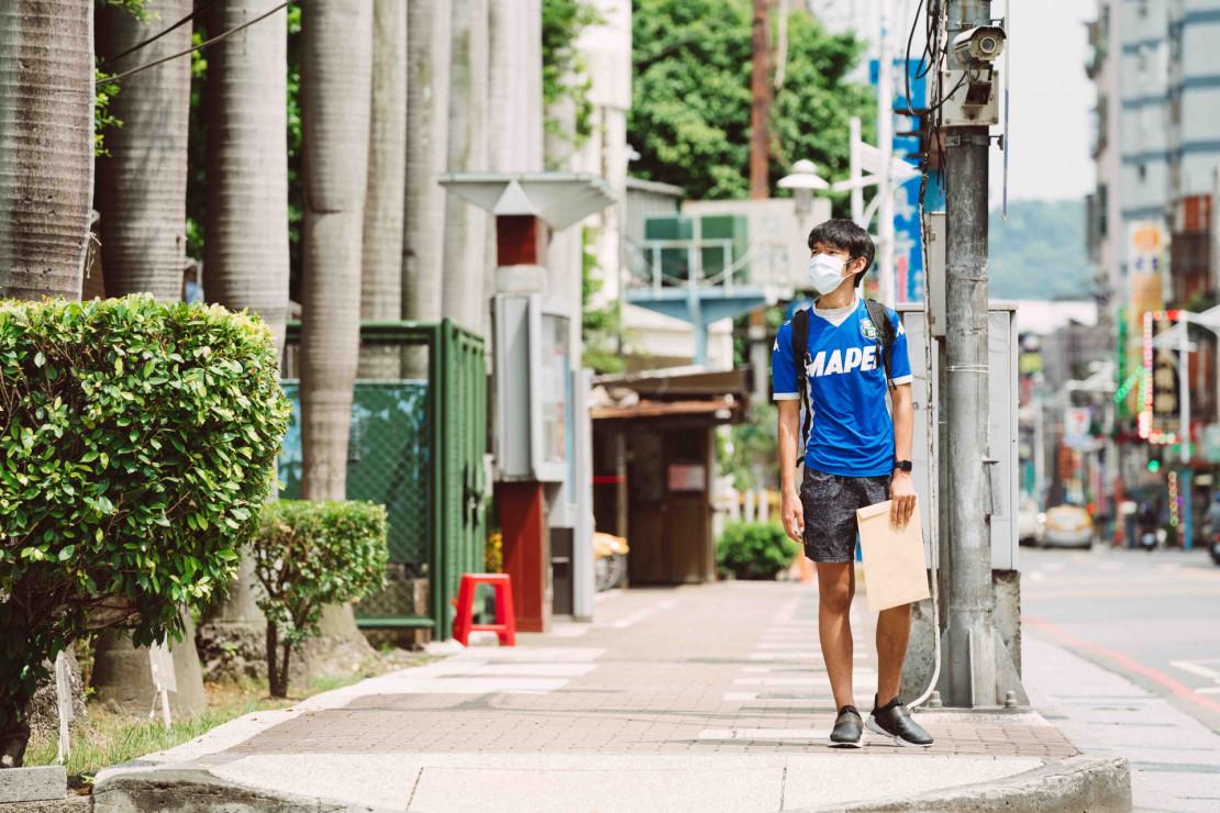 可能弄哭你的疫情紀錄片!黃鐙輝主演〈居家防疫日記〉導演林亞佑聊《隔離丁尼》短片集拍製過程:2021高雄電影節專訪