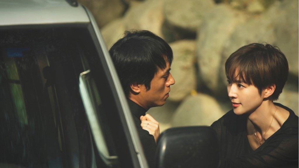 何潤東拍《誰在你身邊》展麥浚龍《殭屍》驚悚感!張鈞甯與徐若瑄童年陰影難解 | 劇評