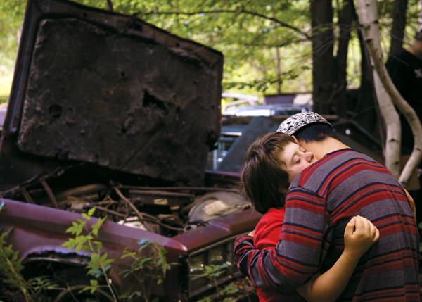 【汽車墳場】在殘缺的世界找同類
